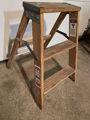 Nice 2 foot ladder for Sale in Schaumburg, IL