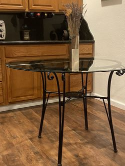 Glass Round Dining Table for Sale in Spring Valley,  CA