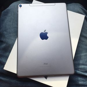 iPad Pro 10.5 64GB WiFi + Cellular Unlocked for Sale in Des Plaines, IL