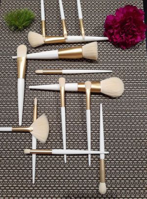 14 pcs white and gold makeup brush set for Sale in Santa Ana, CA