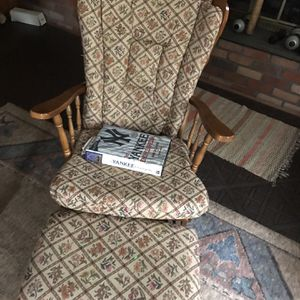 free chair and footrest for Sale in Shoreham, NY