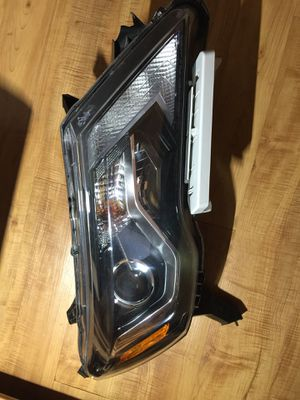 2017-2018 Nissan Pathfinder right passenger headlight OEM for Sale in Humble, TX