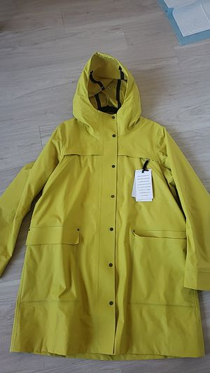 LULULEMON Into The Drizzle Jacket Raincoat women yellow size 12 for Sale in Jersey City, NJ