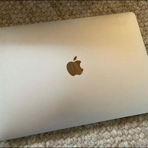 MacBook Pro i5 256GB Sad 8GB for Sale in Fresno, CA