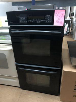 GE black electric double oven stove for Sale in Woodbridge, VA