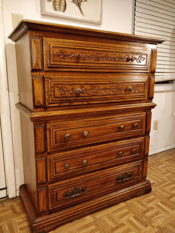 "Big wooden chest dresser with big drawers in good condition all drawers working well, pet free smoke free. L40""*W19""*H50"""