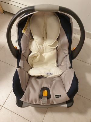 Chicco baby car seat for Sale in Palisades Park, NJ