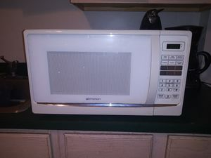 Emerson 1000w microwave for Sale in Penbrook, PA