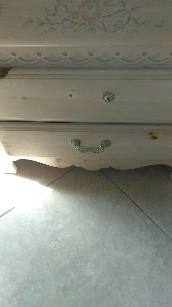Small dresser for clothes and has shelfs also one handle missing besides that good condition....