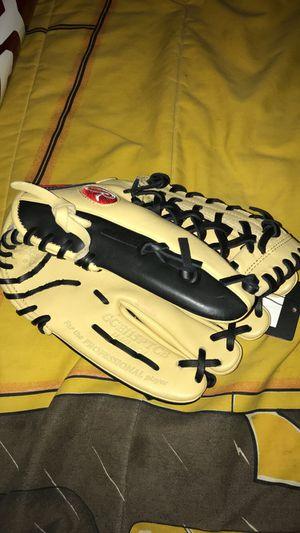 Baseball glove for Sale in Aspen Hill, MD