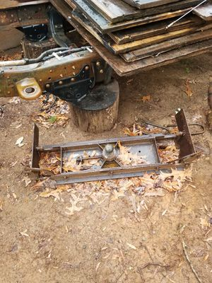 Fifth wheel hitch for Sale in Spartanburg, SC