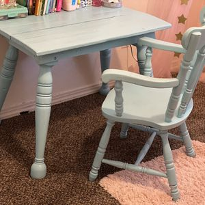 Kids desk for Sale in Visalia, CA