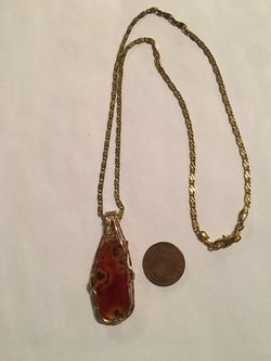 Gold Filled necklace with a Cabochon of Carnelian Agate. Reduced for Sale in Pensacola,  FL