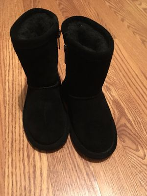 """Size """"8"""" girl size (BEARPAW) for Sale in Fort Lee, NJ"""