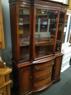 Beautiful Vintage Display Cabinet / Curio Cabinet / China Cabinet - Delivery Available for Sale in Tacoma, WA