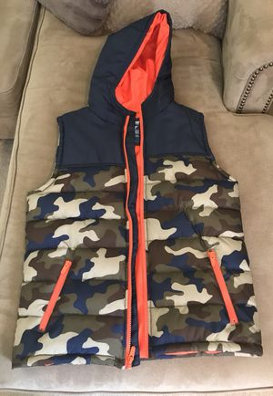 """Size 14/16 kids """"BROTHERS"""" brand Hoodie puffer Navy ñ Camo for Sale in Monroeville, PA"""
