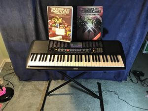 Yamaha PSR-190 Keyboard and adjustable stand with music books for Sale in Puyallup, WA