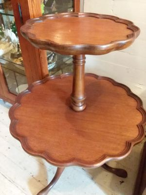 Antique pie crust table for Sale in Wexford, PA