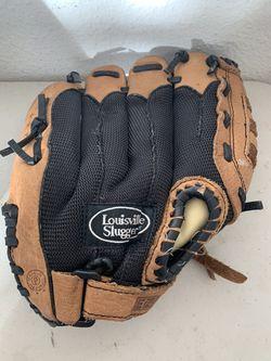 Louisville Slugger 10.5 Inch Right Handed Ez-Loc Baseball Glove for Sale in Beaverton,  OR