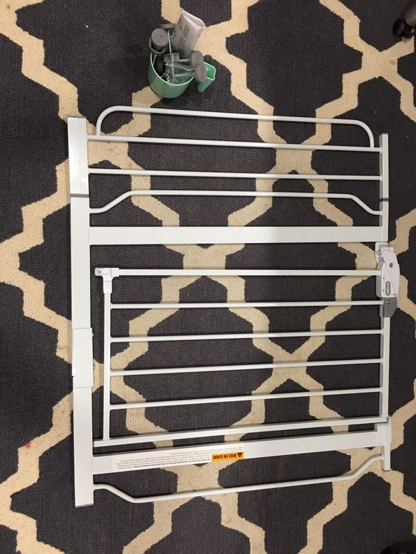 Baby gate new never used.