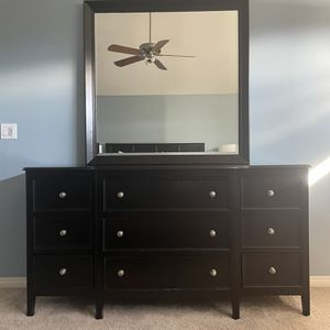 9 Drawer Dresser for Sale in Issaquah, WA
