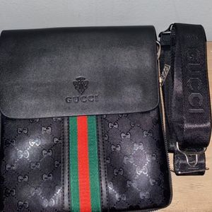 Gucci Messenger Bag for Sale in Flossmoor, IL