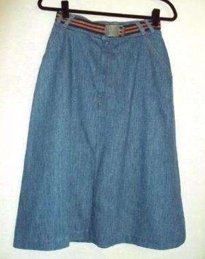 Levi's Vintage Denim Skirt w/Belt Size S for Sale in Los Angeles, CA