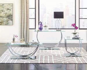 BEAUTIFUL GLASS/MIRRORED TABLE for Sale in Atlanta, GA