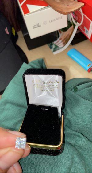 14 k single Diamond earring for Sale in Garden Grove, CA