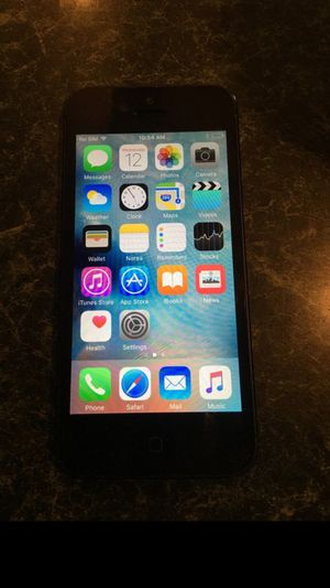 iPhone 5 factory unlocked 16gb 45 for Sale in Chicago, IL