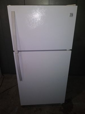 """**Kenmore apartment Size Refrigerator 28"""" w by 59""""1/2 h (is on and cold right now(can deliver for free for Sale in Claremont, CA"""