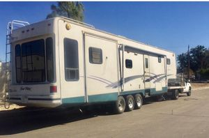 2000 New Vision Camper Trailer RV 36? for Sale in undefined