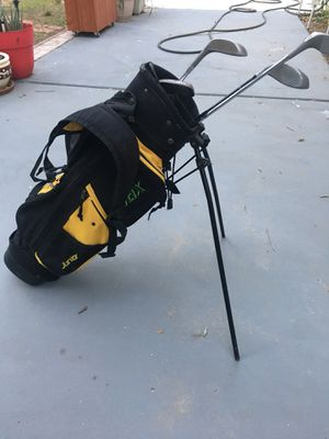 Stix golf clubs and bag for junior for Sale in Moreno Valley, CA