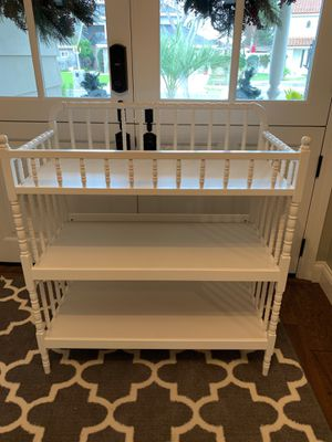Spindle changing table for Sale in Fullerton, CA