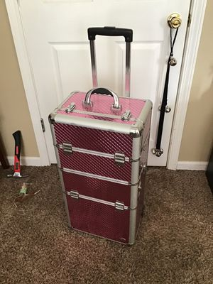 Beautiful pink metal makeup suit case with many compartments for Sale in Nashville, TN