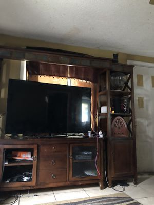 Tv stand missing one glass for Sale in Bartow, FL
