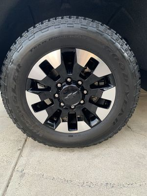 2020 Chevy 2500 rims and tires for Sale in Canyon Lake, CA