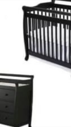 DaVinci Black Crib And Changing Table Dresser for Sale in Cornelius,  OR
