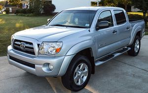 For sale 2005 Toyota Tacoma 4WDWheels Clean Carfax for Sale in Killeen, TX