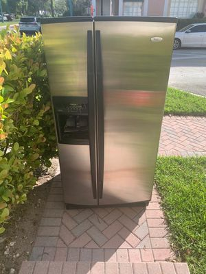 Whirlpool refrigerator for Sale in Tamarac, FL