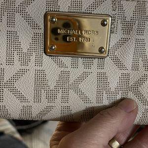 Michael Kors Handbag And Wristlet. for Sale in Payson, AZ
