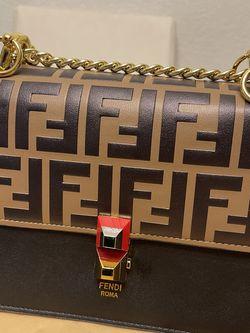 Bag FENDI for Sale in Glendale,  CA