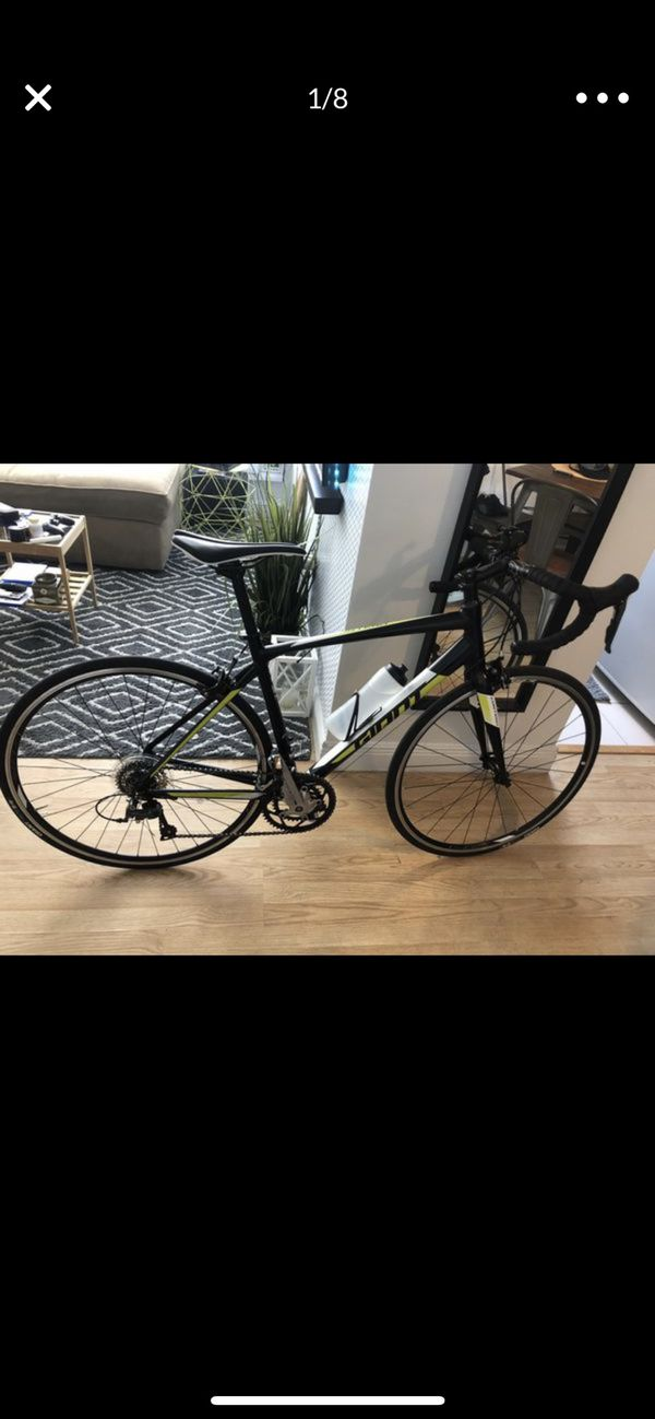 Road bike Giant contend 3 54 like new
