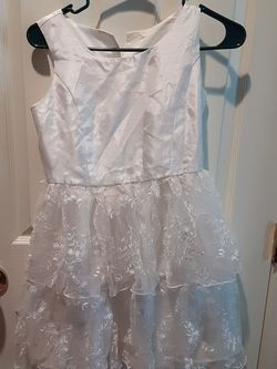 White Dress With Lace Ruffles for Sale in Tracy,  CA
