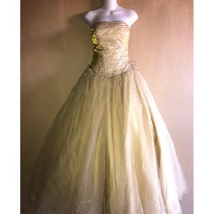 Women's Gold Colored Dress for Sale in West Covina, CA