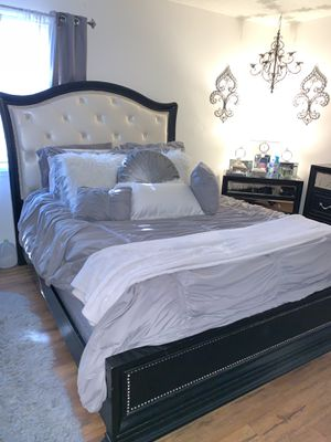 6 PIECE BEDROOM FURNITURE $1,350 OBO for Sale in TWN N CNTRY, FL