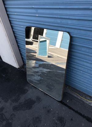 """25 1/2"""" x33 1/2"""" beautiful oval mirror good condition for Sale in Downey, CA"""