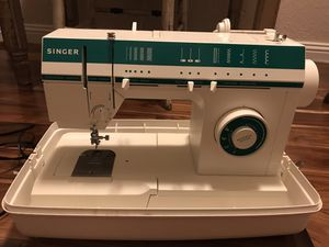 Singer 5817 C sewing machine for Sale in Austin, TX