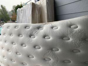 King Pillow Top Mattress Set Free Excellent Condition No holds! for Sale in Gresham, OR