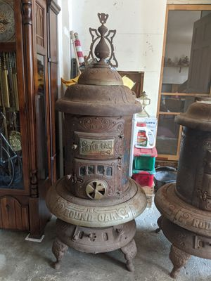 Round Oak wood 18-0-3 wood burning stove for Sale in St. Charles, IL